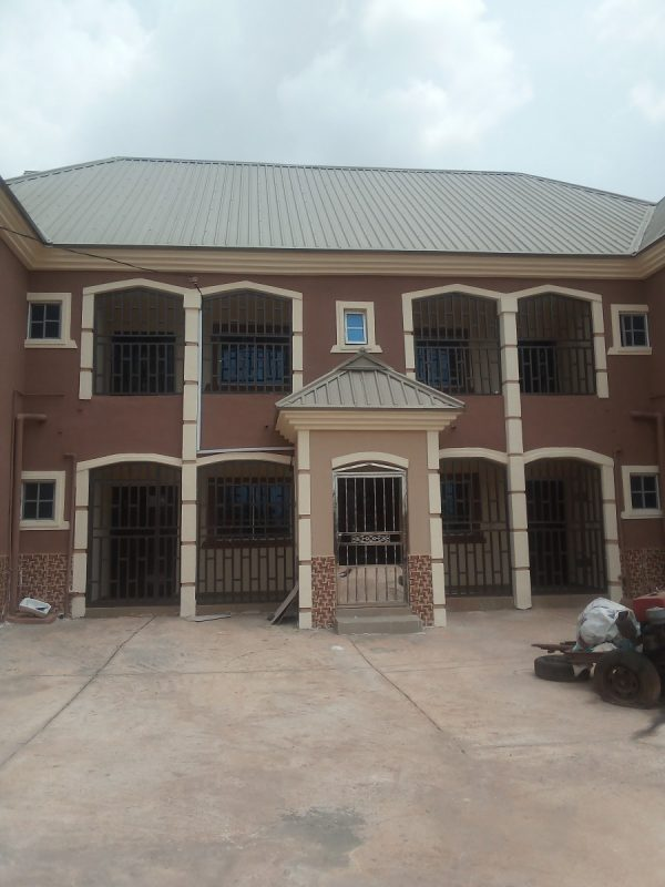 Standard and New 3bedroom flat for rent At Ugbor